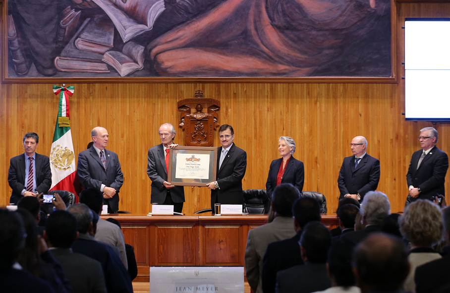 Dr. Jean Meyer (División de Historia) recibió Doctorado Honoris Causa