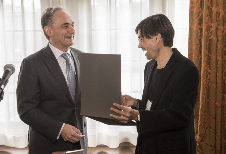 El Profesor Mauricio Tenorio Trillo recibió el Gordon J. Laing Prize