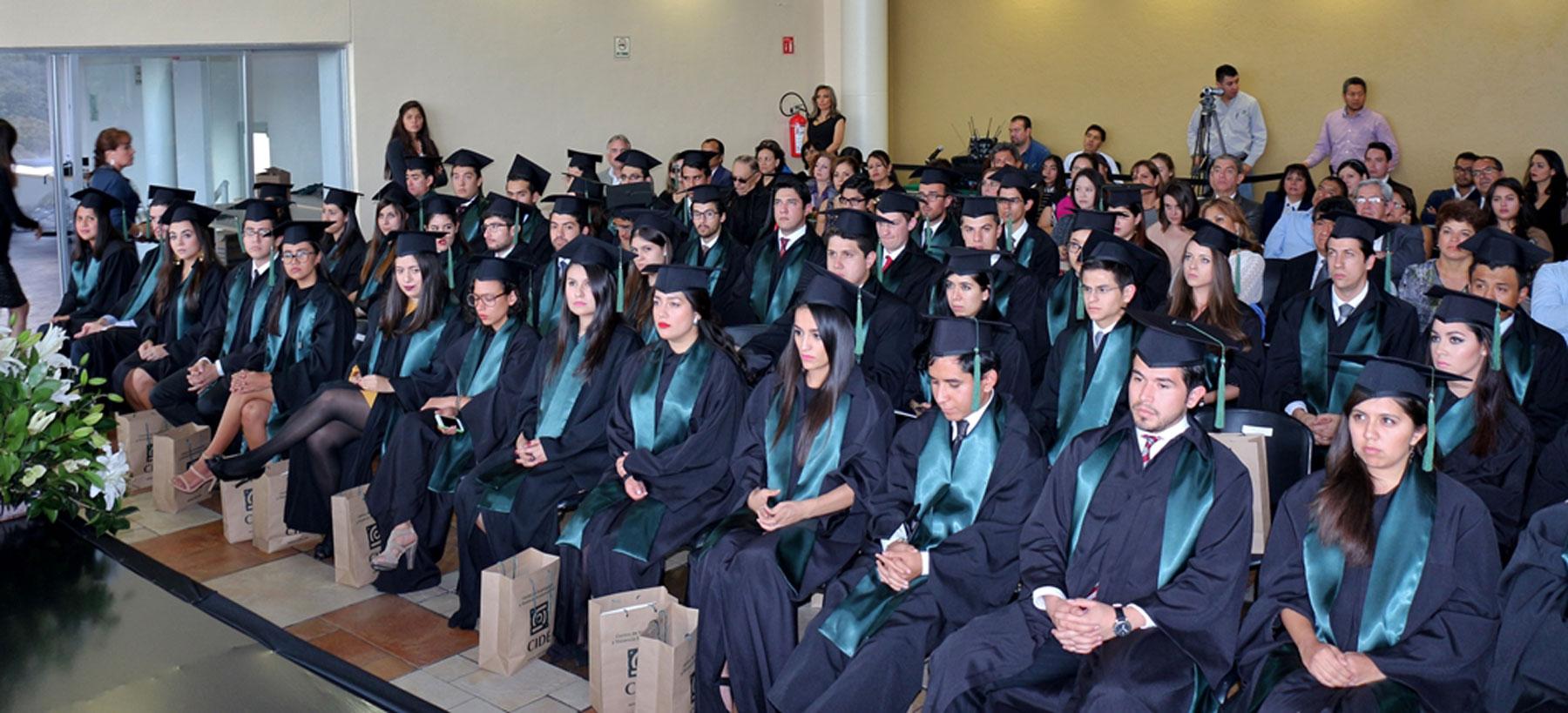 """""""Ustedes son profundamente afortunados al tener una educación de calidad y excelencia"""".- Eduardo Bohórquez a egresados del CIDE"""