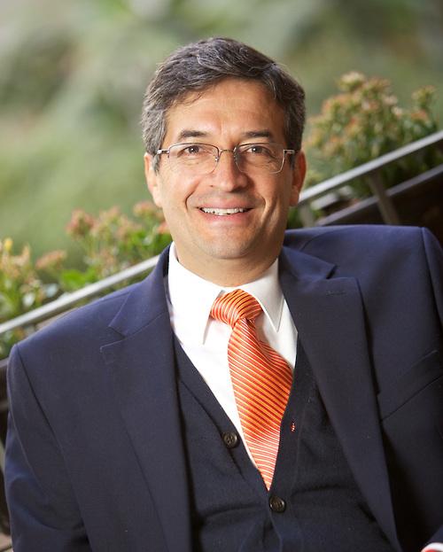Nombran <i>Part-Time Lecturer</i> a Fausto Hernández en «Joseph M. Katz Graduate School of Business»