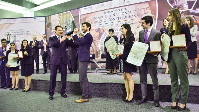 Estudiantes de Derecho del CIDE obtienen primer lugar en Concurso Nacional de Derecho Constitucional