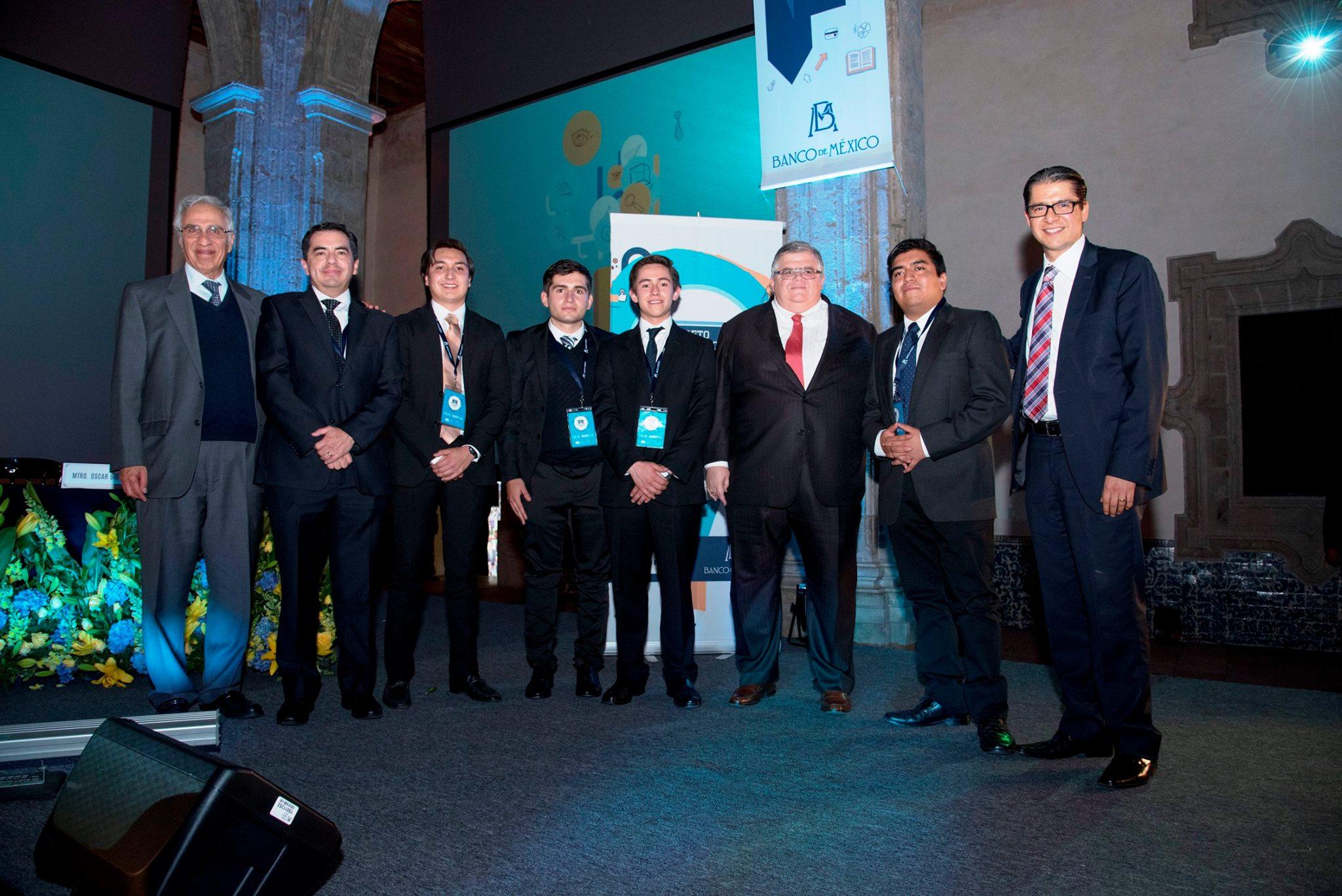 Estudiantes del CIDE obtienen segundo lugar en «Reto Banxico»