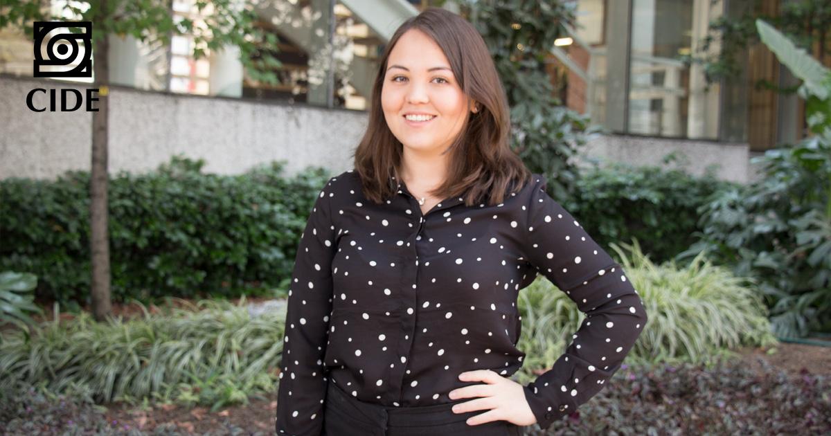 María José Badillo, egresada de la licenciatura de derecho, obtiene beca <em>Rogelio de la Guardia</em>