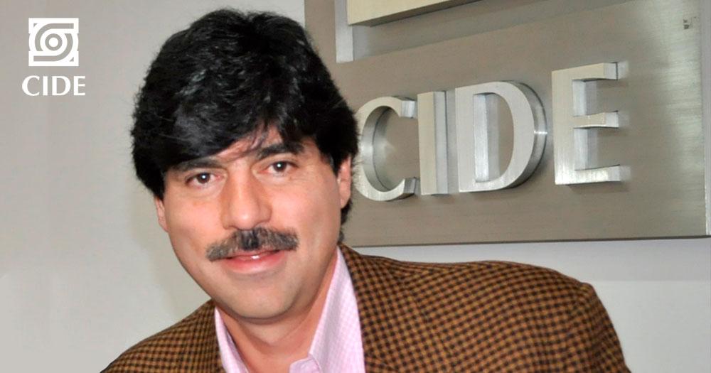 Dr. Luis Barrón obtiene reconocimiento a la <em>Excelencia Docente</em>