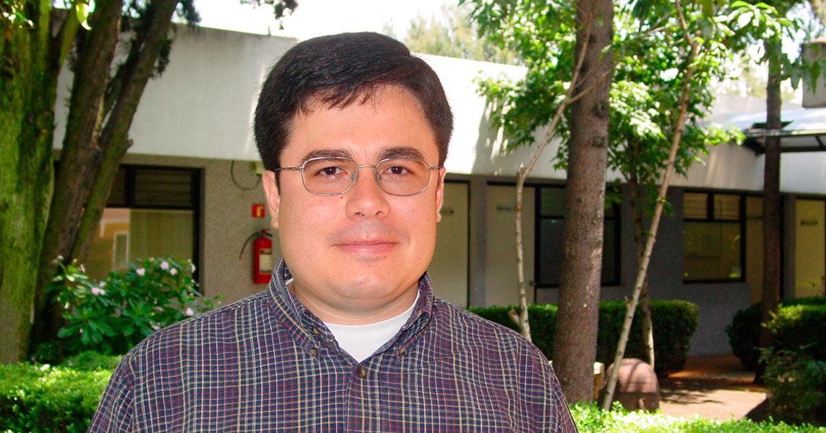 Premia Comité Mexicano de Ciencias Históricas a Pablo Mijangos González