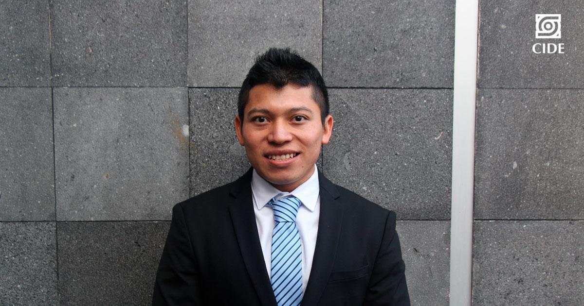 David Aké, egresado del DPP, gana el Premio de Economía Joaquín Xirau Icaza