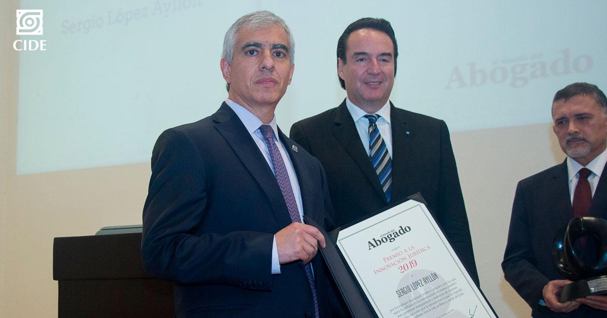 La revista <em>El mundo del Abogado</em> reconoce a Sergio López Ayllón con el <em>Premio a la Innovación Jurídica 2019</em>