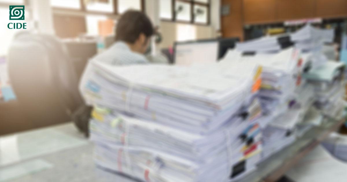 Analizan costos y causas de las burocracias de baja confianza en México
