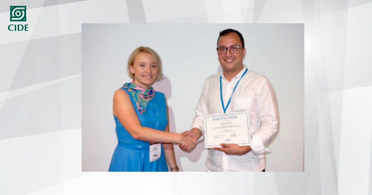 Egresado de Economía recibe el <em>Epainos Award for Young Scientists</em>